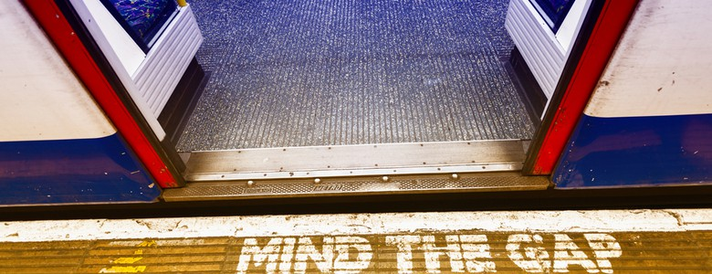 Mind the gap sign on the London underground